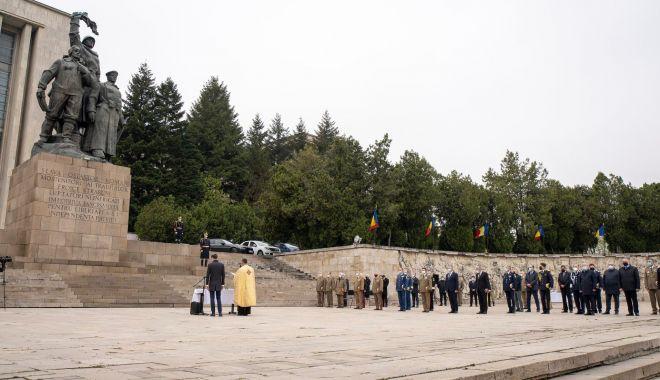 Bujori la rever, în semn de recunoștință pentru veteranii de război - ziuaveteraniprint2-1619726918.jpg