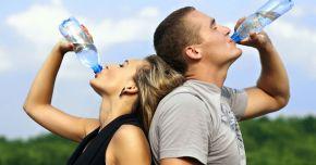 Apa este singurul lichid care hidratează organismul