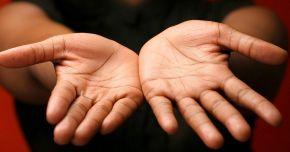 Cancerul își face simțită prezența, mai întâi, pe mâini