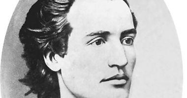 Ziua poetului nepereche. Coroane de flori și recitări de versuri dedicate lui Mihai Eminescu
