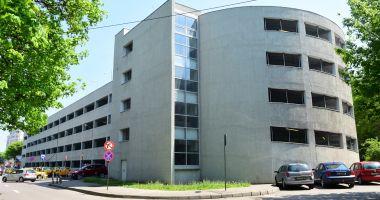 Vreți să vă lăsați mașina în parcarea supraetajată de la Spitalul Județean? Iată ce trebuie să știți