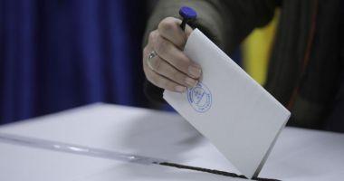 """USR vrea organizarea referendumului """"Fără penali în funcții publice"""" odată cu alegerile locale"""