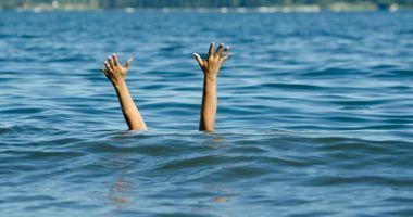 Trei persoane scoase din mare, în zona Cazino