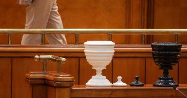 Proiect: Parlamentarii să nu se mai poată ascunde în spatele votului secret