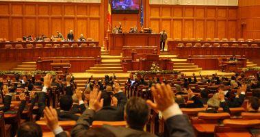 Parlamentul a dat liber la angajări în instituțiile publice