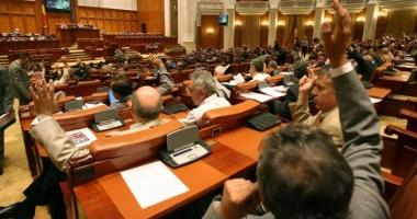 Parlamentarii pot angaja la cabinete persoane cu care au lucrat în ultimii 5 ani