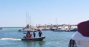 UPDATE. Ambarcațiune eșuată cu șapte persoane la bord, în portul Belona
