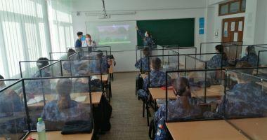 """16 elevi de la Colegiul Naţional Militar """"Alexandru Ioan Cuza"""", confirmaţi cu COVID. Şase sunt internaţi în spital"""