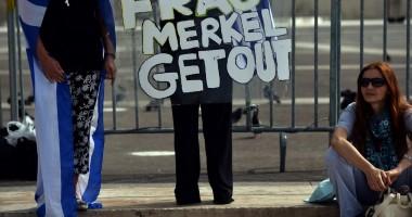 Angela Merkel, primită cu violențe la Atena