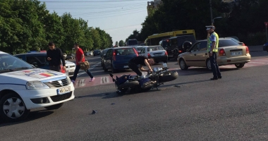Galerie foto. ACCIDENT RUTIER, ÎN ZONA FAR. UN MOTOCICLIST A FOST IMPLICAT