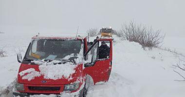 UPDATE. VIDEO / Problemele mari în judeţ. Maşini împotmolite în zăpadă