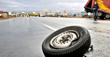 TRAGEDIE RUTIERĂ! UN MORT, în urma impactului dintre un autoturism și o cisternă cu lapte