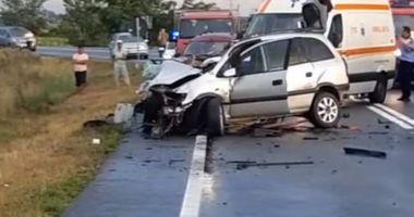 Un lider PSD a murit după ce mașina în care se afla a intrat într-o mașină cu lemne