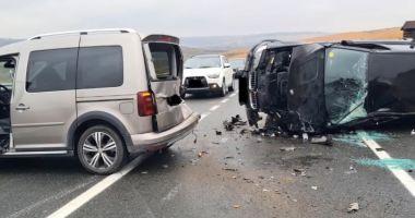 Accident spectaculos surprins de o cameră de bord pe o șosea din Iași