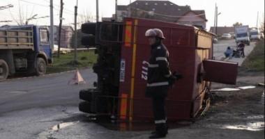 Cinci pompieri, răniți după ce autospeciala în care se aflau s-a răsturnat