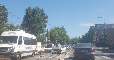 Accident rutier în stațiunea Mamaia! Un autoturism a fost făcut praf