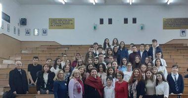"""Ambasadorul Franței la București, Michèle Ramis, vizită la Liceul """"Ovidius"""""""