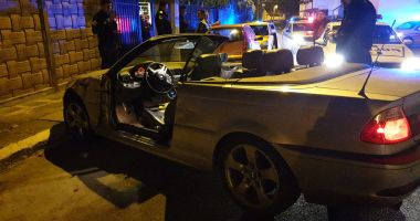GALERIE FOTO / OPT MAȘINI LOVITE pe o stradă din Constanța. Șoferul vinovat e căutat de Poliție!