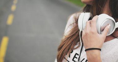 Atenție, ne pierdem auzul! Recomandările OMS pentru producătorii de smartphone și MP3 playere