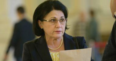 Ecaterina Andronescu, prima reacție în cazul învățătorului care a corectat greșit o lucrare