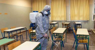 Foto : Mai mulţi elevi din Constanţa, confirmaţi cu coronavirus. Şcolile îşi schimbă programul
