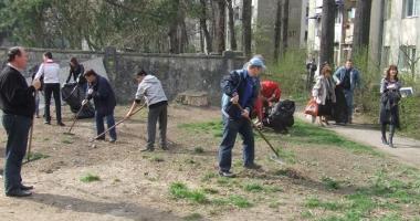 Constanța, codașă la voluntarii pentru curățenie în oraș