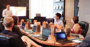Peste 12.000 de participanţi la cursurile organizate de ANOFM în primele opt luni ale anului 2021