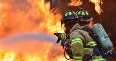 Incendiu cu pericol de explozie la hală! Pompierii acționează!