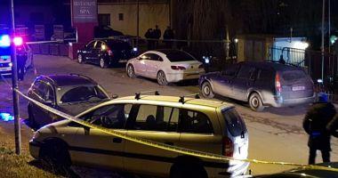 Tânără de 30 de ani, găsită moartă într-o mașină. Soțul ar fi înjunghiat-o și apoi ar fi încercat să se sinucidă
