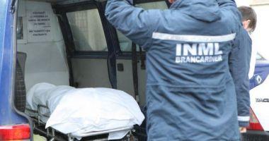 Un tânăr s-a sinucis infingându-și două cuțite în inimă după ce și-a văzut iubita cu alți băieți