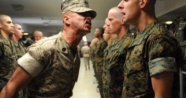 De ce șirul de soldați era strâmb