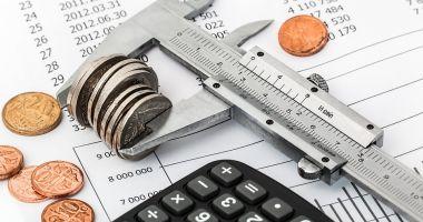 Economistul șef al Raiffeisen Bank: Ne așteptăm la un deficit mai mare decât ținta pe care și-a asumat-o Guvernul