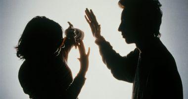 Izolarea la domiciliu poate duce la creșterea numărului cazurilor de violență domestică