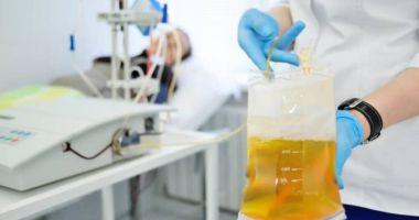 Pacienții vindecați de COVID-19 pot dona mai ușor plasmă. Donatorii nu trebuie să mai prezinte 2 teste negative