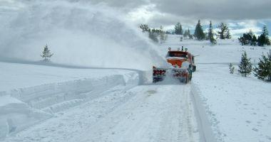 Autocar cu 46 de copii, blocat din cauza zăpezii