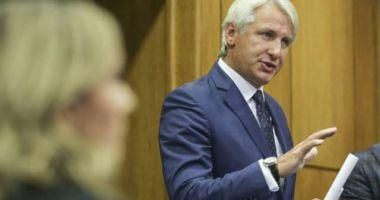 Teodorovici și-a anunțat, la Neptun, intenția de a candida la prezidențiale. Dăncilă: Săptămâna viitoare încep sondajele