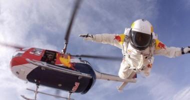 Salt cu parașuta din spațiu
