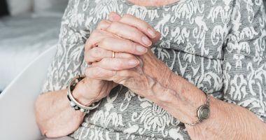 O femeie de 108 ani s-a infectat cu coronavirus și a reușit să se vindece