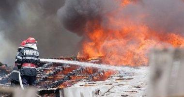 Trei copii lăsați singuri acasă au dat foc la locuință