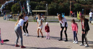 """GALERIE FOTO / Activitate educativ-distractivă """"Joacă-te și învață"""", în Țara Piticilor"""