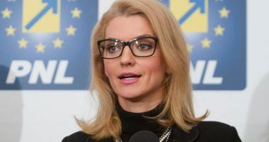 "Alina Gorghiu: ""Doar Guvernul poate cere Parlamentului amânarea legii 5G"""