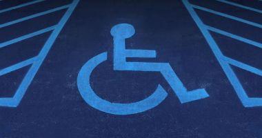 Amenzi uriașe pentru cei care parchează pe locurile rezervate persoanelor cu dizabilități