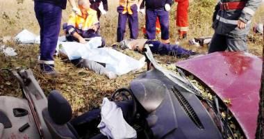 Tragedie rutieră: PATRU MORȚI ȘI UN RĂNIT GRAV, după ce un autoturism s-a izbit de copac