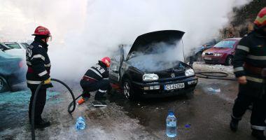 Galerie foto. Mașină în flăcări, la Constanța. Șoferul a suferit arsuri!