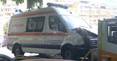 Ambulanță implicată într-un accident, în intersecție la ICIL. Autospeciala ducea un pacient la spital