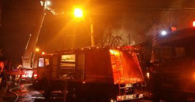 INCENDIU PUTERNIC în Constanța. 50 de persoane AU FOST EVACUATE
