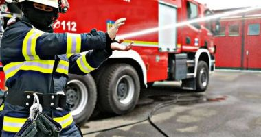 Incendiu violent la Constanţa. Arde o casă pe strada Baba Novac
