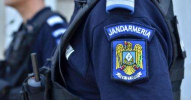 Un jandarm a ajuns la spital, după ce a fost împușcat de un coleg