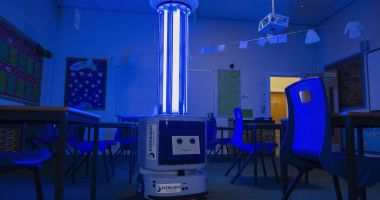 INSP nu recomandă utilizarea lămpilor UV pentru dezinfecţia suprafeţelor în şcoli