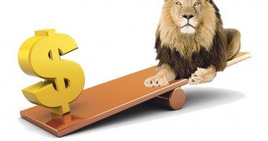 Dolarul s-a depreciat cu 1,67 bani în bătălia cu leul
